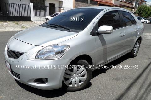 toyota yaris 2012 mecanico, 1.5 4cil. sedan de agencia 1 dueño!